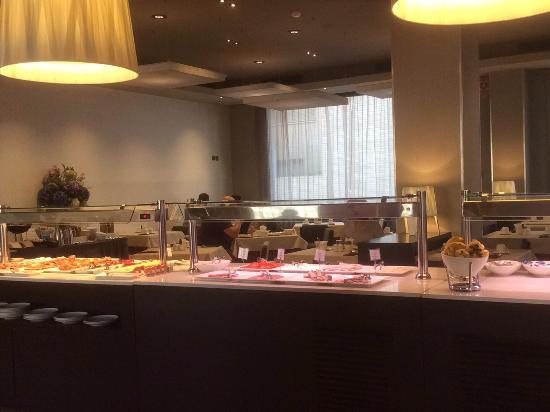 Attica 21 Barcelona Mar: Breakfast buffet
