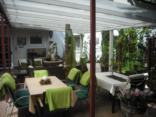 Hotel Attache: Terrace