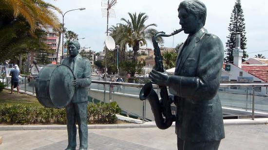 Monumento Homenaje a los Musicos Torrevejenses