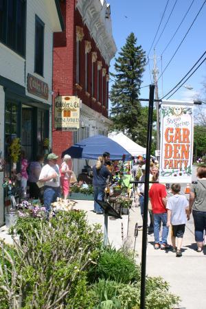Sharon Springs, estado de Nueva York: Spring Garden Party on Memorial Day Weekend