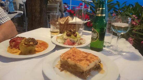 Lela's Taverna Restaurant : DSC_0083_large.jpg