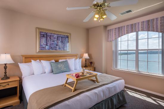 Hollister, MO: Deluxe Bedroom