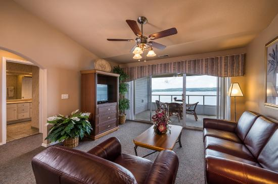 Hollister, MO: Deluxe Living Room