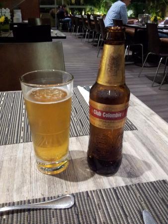 BEST WESTERN PLUS 93 Park Hotel: Tienen buen restaurante, donde poder cenar y disfrutar una cerveza colombiana