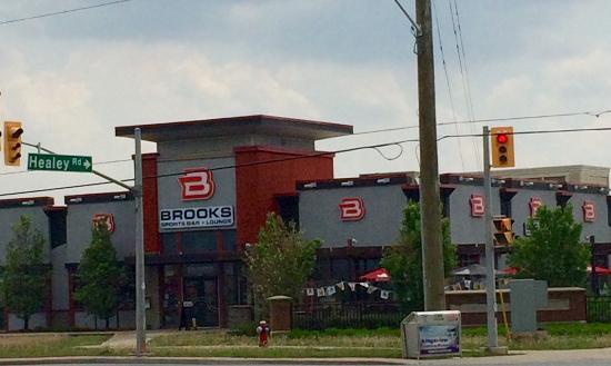 Brooks Sports Bar + Lounge