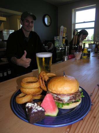 Long Beach, WA: Try the Cove Burger