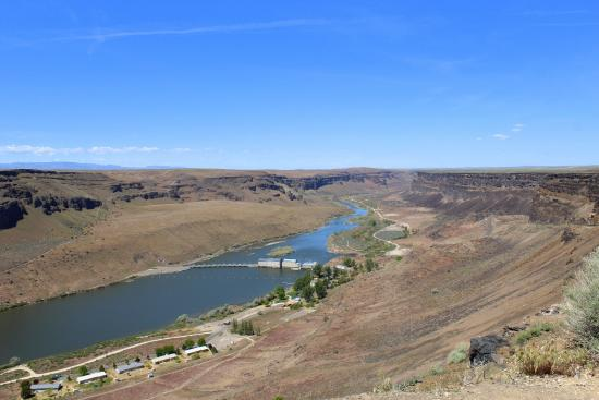 Snake River Birds of Prey National Conservation Area: view above the snake river and damn