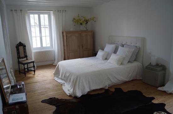 belle chambre blanche - Photo de La Cour d\'Esson, Esson - TripAdvisor