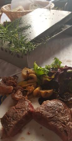 Navarres, Ισπανία: Carne a la piedra