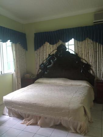 Medallion Hall Hotel: Single Room