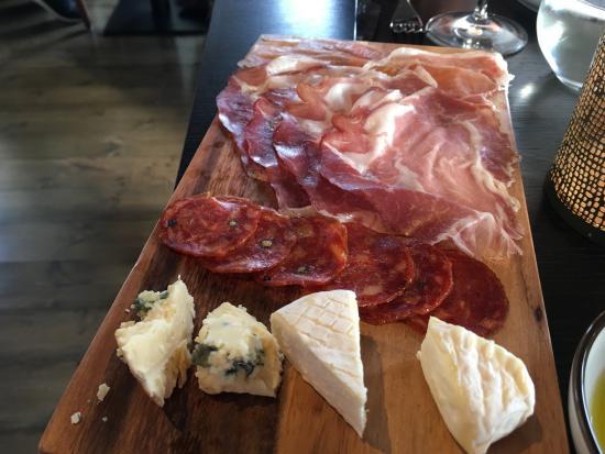 Villa 22 Trattoria & Bar: Salumi and cheese