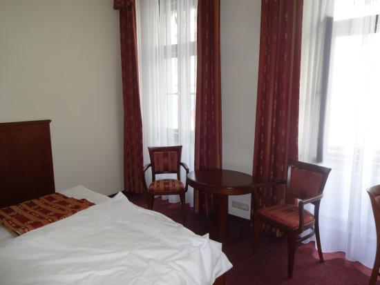 Arkada Hotel Praha: 2 single beds together - but booked for single occupancy so not a problem for me