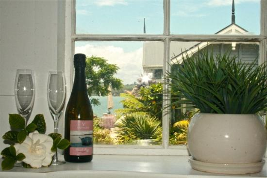 Kerikeri, Yeni Zelanda: Try Driftwood Bach Fizz, from our very own vineyard!