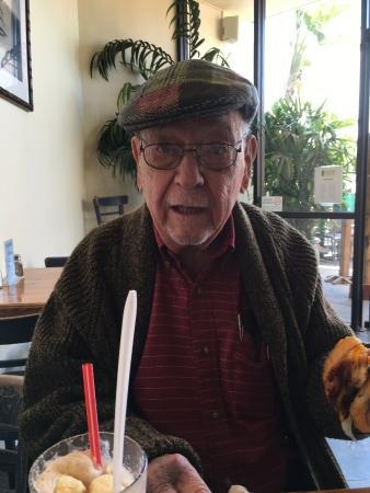Kahuna Grill: Approval from a WW2 veteran.