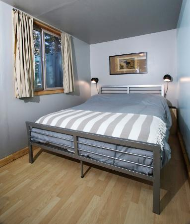 Livingston, MT: Large cabin queen bed