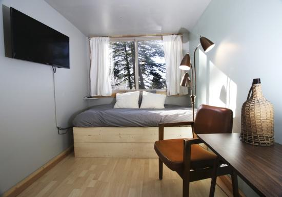 Livingston, MT: Large cabin twin bed