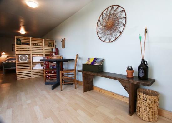 Livingston, MT: Large cabin living space