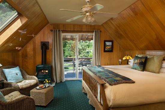 Vida, Орегон: Owl Room with gas fireplace