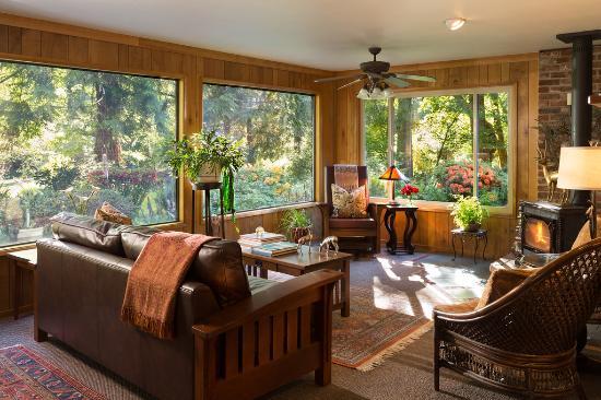 Vida, Орегон: Common sitting area at the Lodge