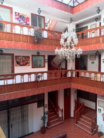 Hatun Wasi Hotel: Decoraciones de las tres platas.