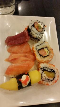 Sambo Kojin : Sashimi and sushi