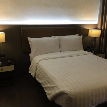 Home Crest Hotel: Picture of the Bed