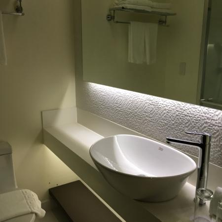 Home Crest Hotel: The sink, I like the design of the new bathrooms