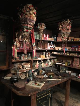 Dayville, OR: In john Day at the Chinese museum , worth a visit on the hour only for a tour