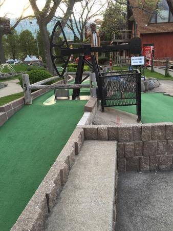 Around the World Miniature Golf: photo2.jpg