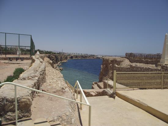 Dreams Beach Resort: beach is 7 minutes walk from room