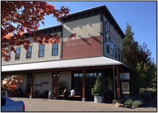 Dundee, OR: Exterior of restaurant