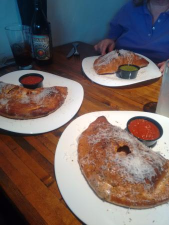 "Clayton, Миссури: The calzones we ordered on ""warped"" plates"