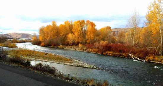Yakima, WA: Taken outside our hotel porch, In November 2015