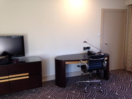 Hyatt Hotel Canberra: desk if you need to work