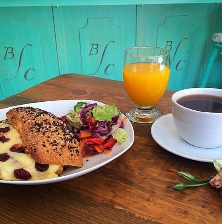 Jerez de Garcia Salinas, Mexico: Los desayunos de la Botica del Café