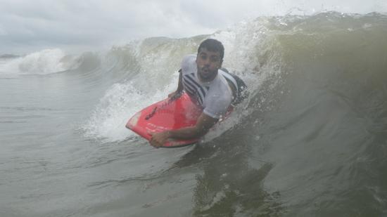 Balneário Costa Azul: uma bela onda surfada no litoral paranaense!