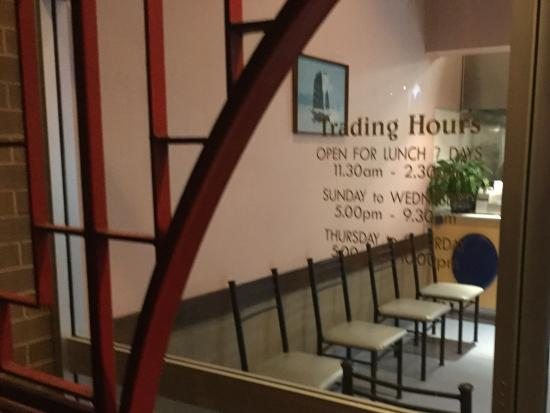 Wagga Wagga, Australia: Trading hours Saigon Restaurant
