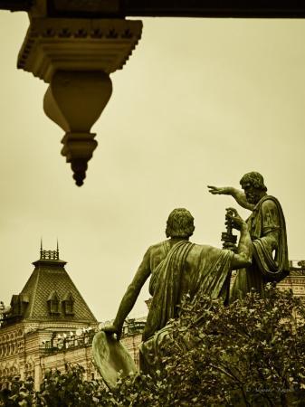 Minin & Pozharsky Monument: вид с крыльца