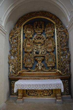 Agnone, إيطاليا: Chiesa di San Francesco, un altare