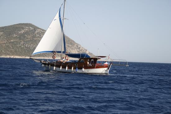 Zeus Boat - Daily Boat Trip
