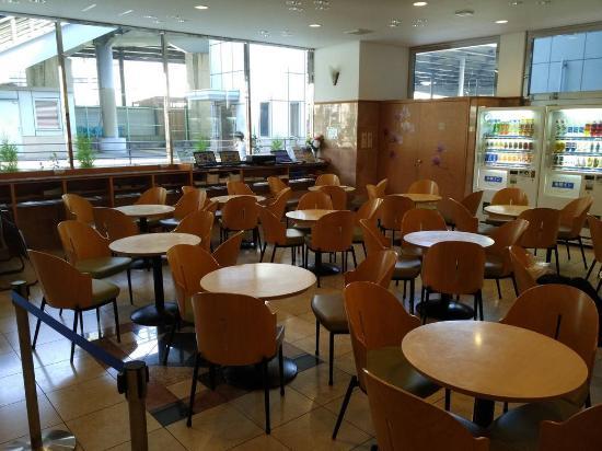 Toyoko Inn Shin-Yokohama Ekimae Honkan: Лобби, тут подают завтраки