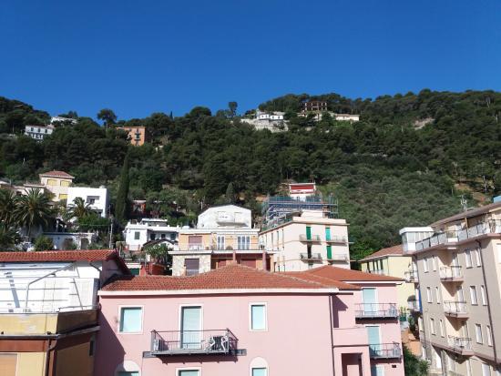 Hotel Aquilia: Paesaggio lato collina.