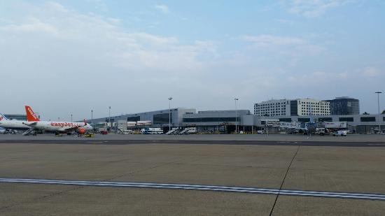 Gatwick Airport: Gatwick