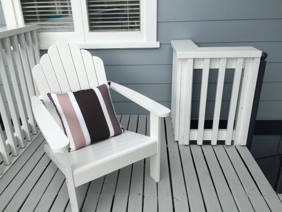 Oneroa, Nueva Zelanda: Outdoor decks/sitting areas.