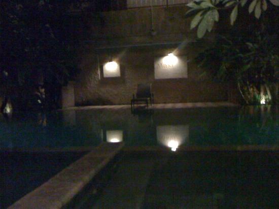 ماكسي هوتل آند سبا: pool01