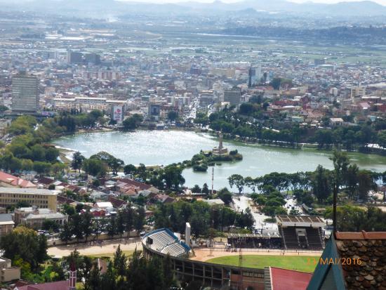 Lokanga Boutique Hotel: vue depuis la terrasse sur ANTANANARIVO