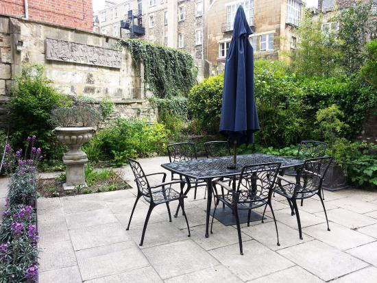 Henrietta House: outside area for Garden Room occupants