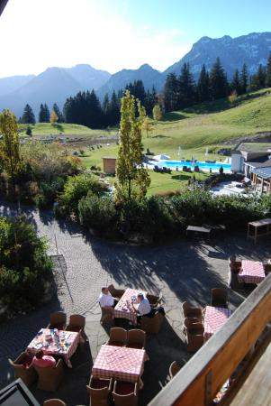 Berghotel Schlossanger Alp: Frühstück in der Morgensonne auf 1100m Seehöhe