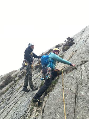 RockUp-Climbing: Brett guiding Emma on how to place protection while lead climbing