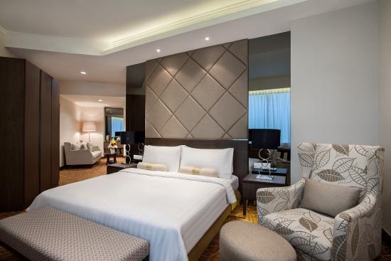Hotel Menara Peninsula : Club Junior Suite Room